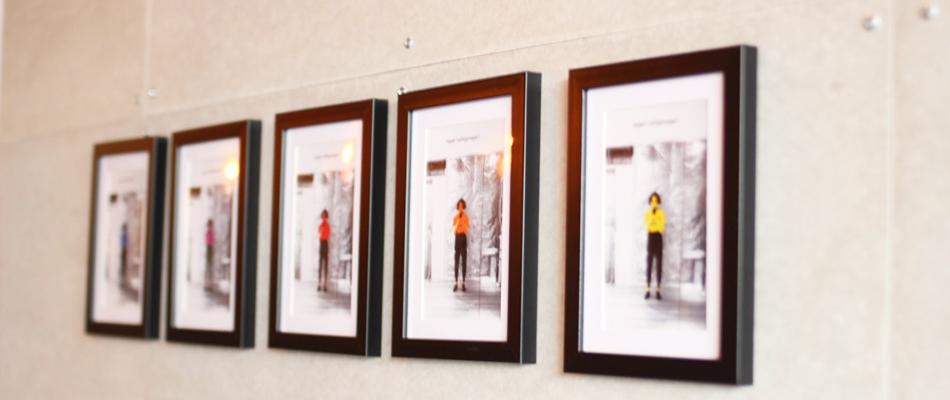 事務所に飾られたアンディーウォーホールな西村