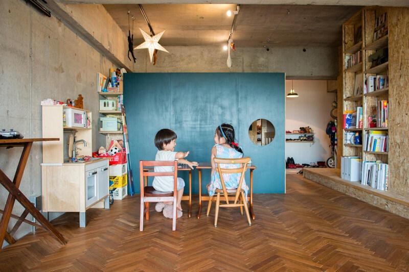 神奈川県相模原のリノベーション物件。子供2人の楽しそうな笑顔