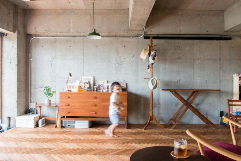 神奈川県相模原65㎡のリノベーション事例。子供のはしゃぐ様子。
