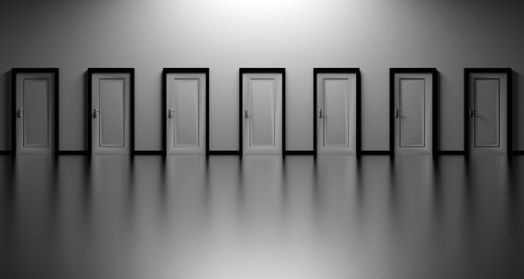 沢山のドアの画像