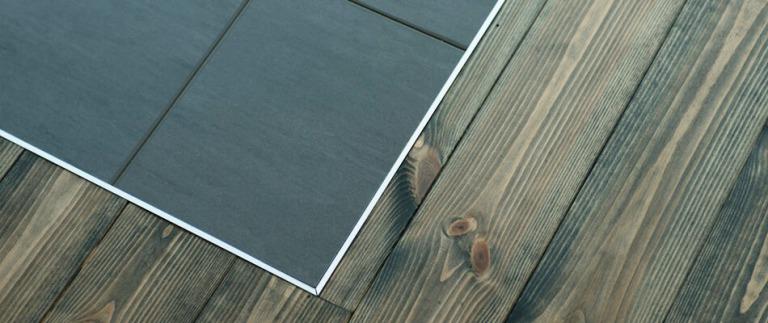 床材を切り替えたインナーバルコニー
