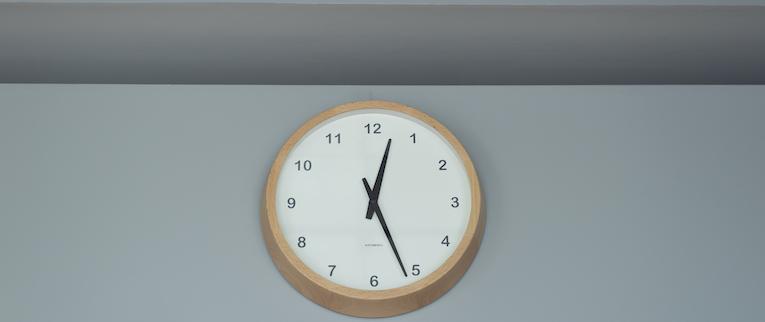 国立の中古マンションのリノベーション後の時計