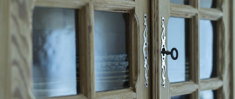 金町の中古マンションのリノベーション後の食器棚