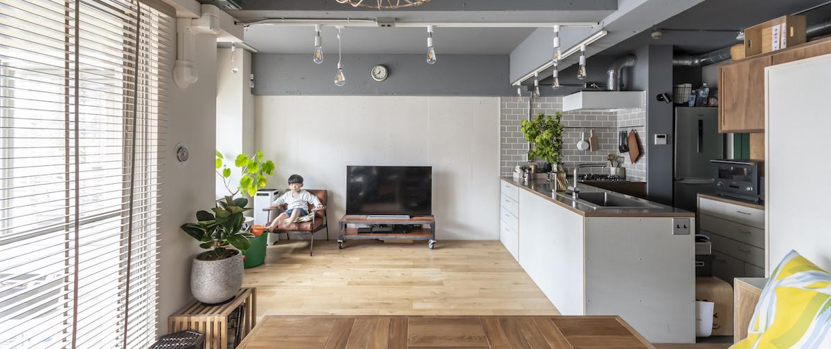早稲田の中古マンションのリノベーション後のリビングとキッチン