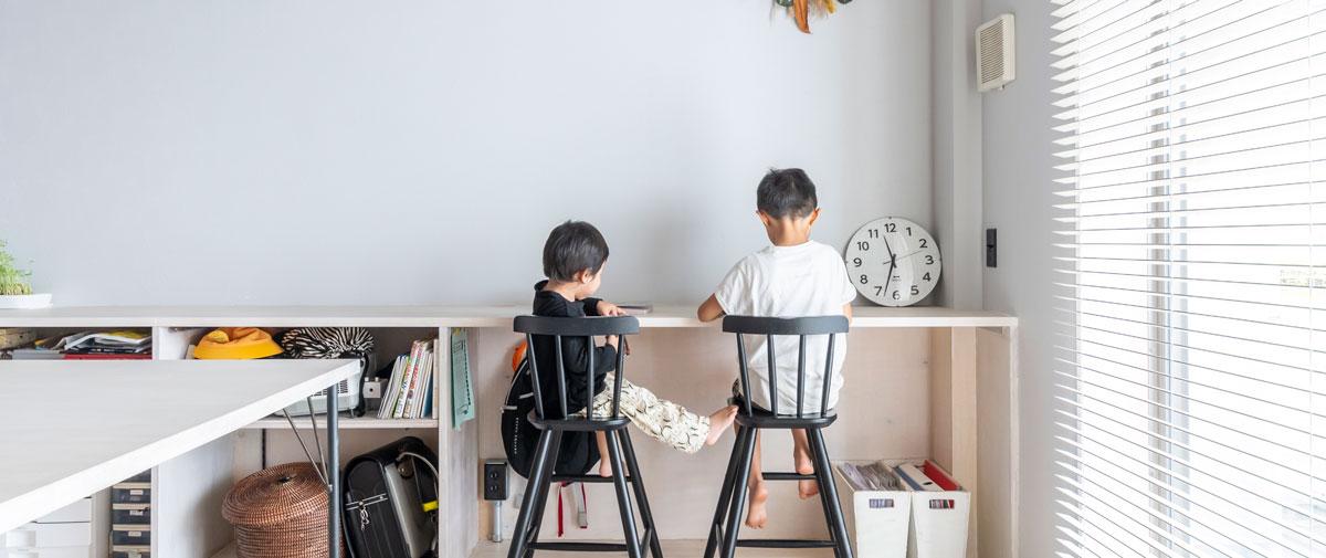 駒澤大学駅の中古マンションのリノベーション後のリビングの机
