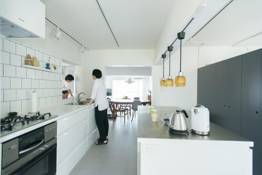 キッチンと造作カウンター