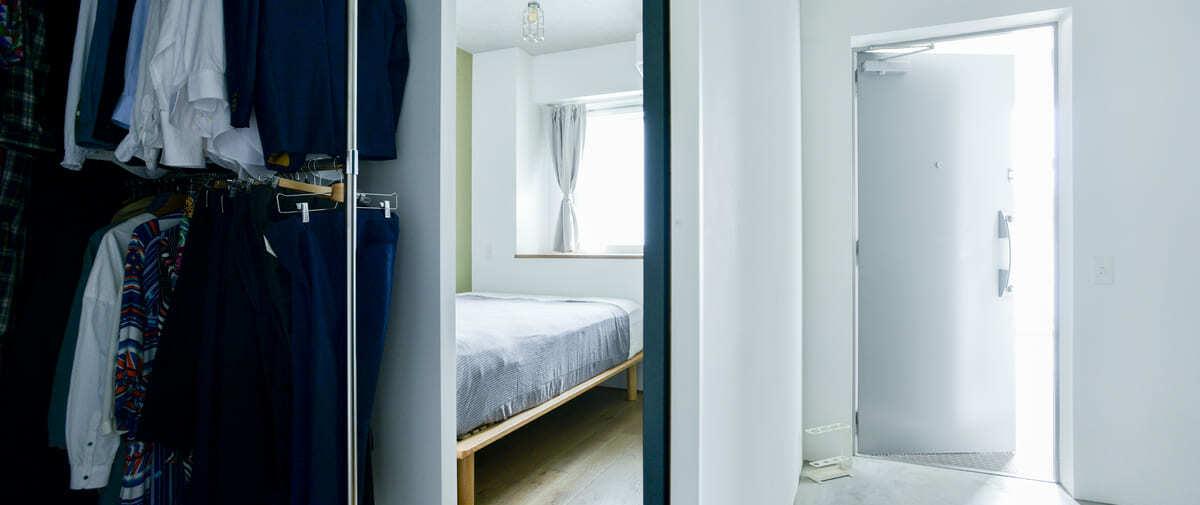 常盤平の中古マンションのリノベーション後の玄関から寝室
