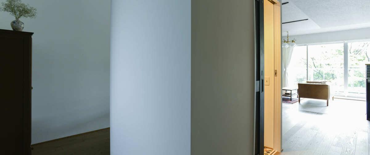 常盤平の中古マンションのリノベーション後の廊下からトイレ