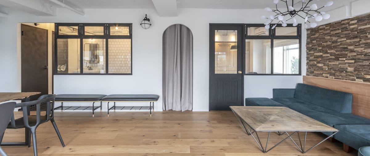 外苑前の中古マンションのリノベーション後のリビングと個室