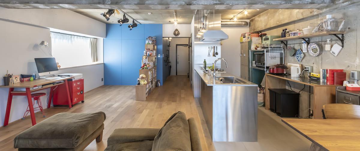 調布の中古マンションのリノベーション後のリビングとキッチン