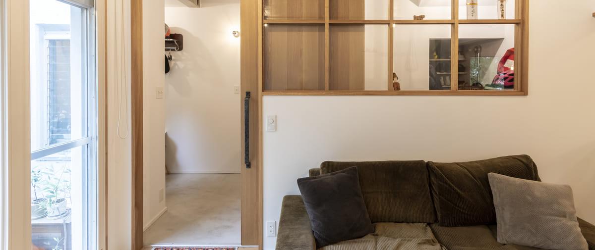 京王永山の中古マンションのリノベーション後のリビングとソファ