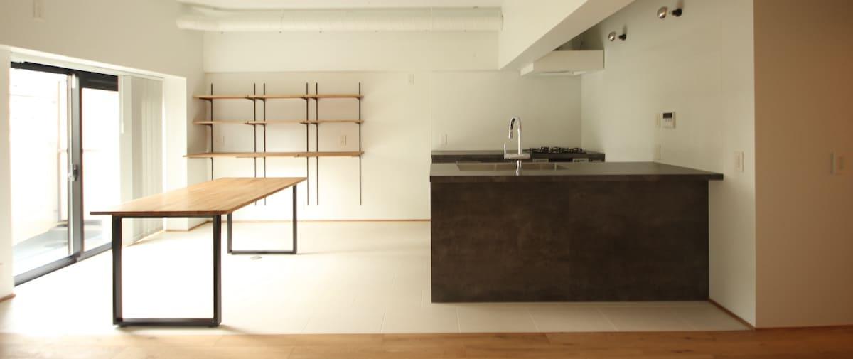豊洲の中古マンションのリノベーション後のキッチンとダイニング