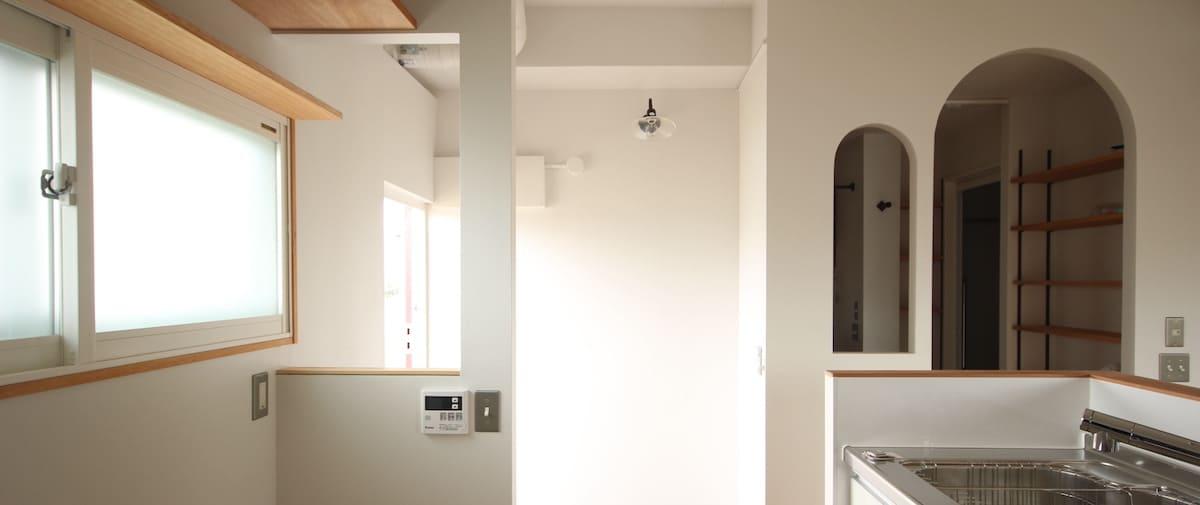 駒込の中古マンションのリノベーション後の玄関の小窓