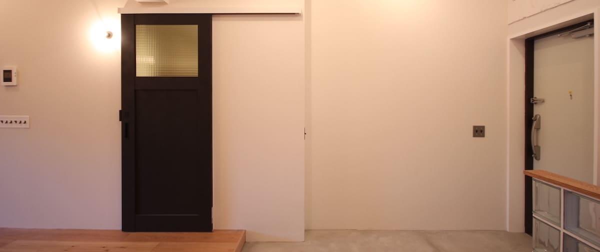 都立大学の中古マンションのリノベーション後の洗面所のドア