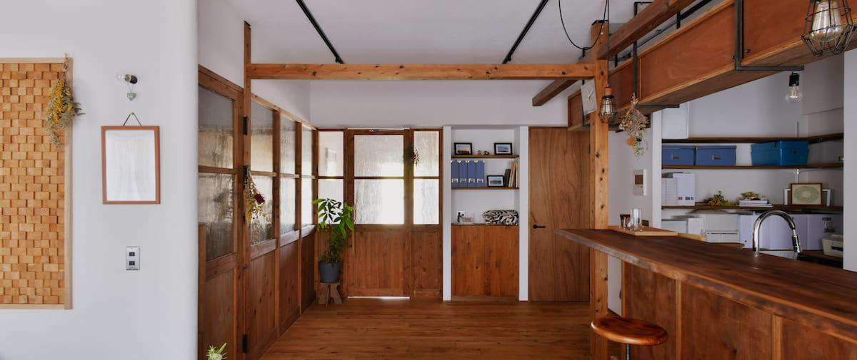 京王永山の中古マンションのリノベーション後のダイニングから見た寝室と廊下と洗面所