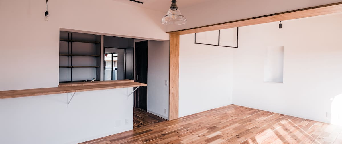 梶ヶ谷の中古マンションのリノベーション後のキッチンとリビング