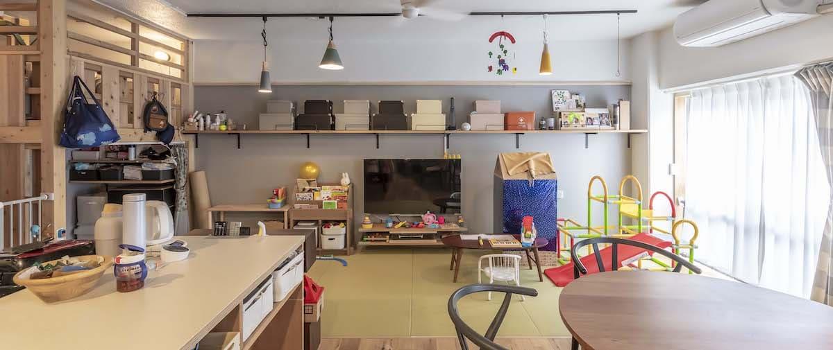 富士見台の中古マンションのリノベーション後のキッチンから見たリビング